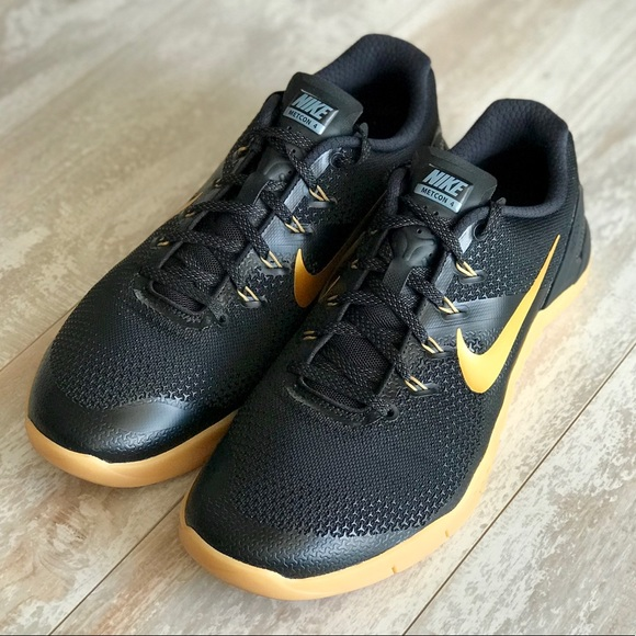 online retailer f5fc9 cf038 NWT Nike ID metcon 4 Custom Black Gold!